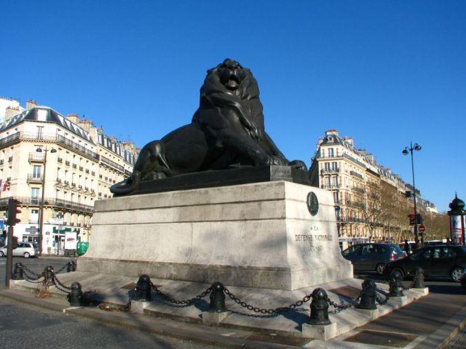 Denfert-Rochereau_place_Lion_de_Belfort_01_max