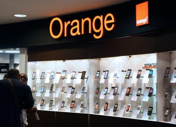 434351_une-boutique-orange-a-paris
