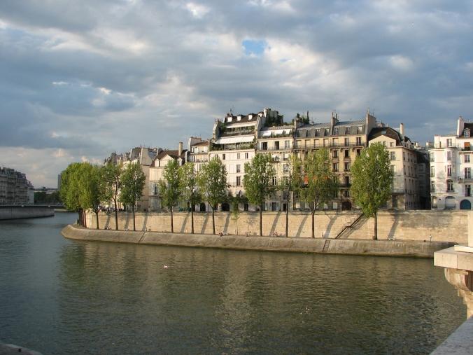 Île_Saint-Louis_-_Quai_d'Orléans_(Paris)